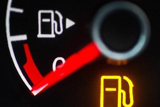 Spritschlucken statt Sparen: Autos verbrauchen oft zu viel