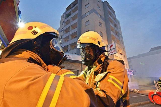 Feuer in Hochhaus: Polizei geht von Brandstiftung aus