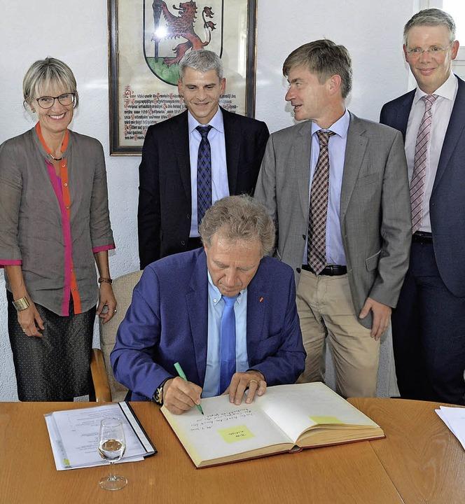 Norbert Barthle nutzte das Treffen zur... der Gemeinde Gottenheim einzutragen.   | Foto: Frietsch