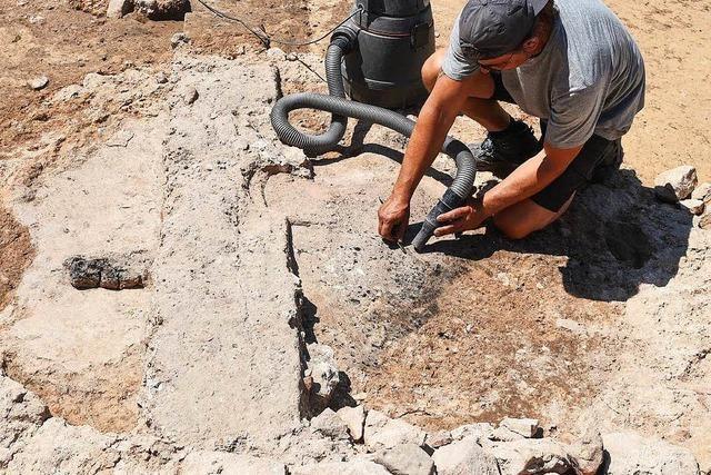 Archäologen entdecken massive Wehrmauer einer Kirchenburg in Herbolzheim