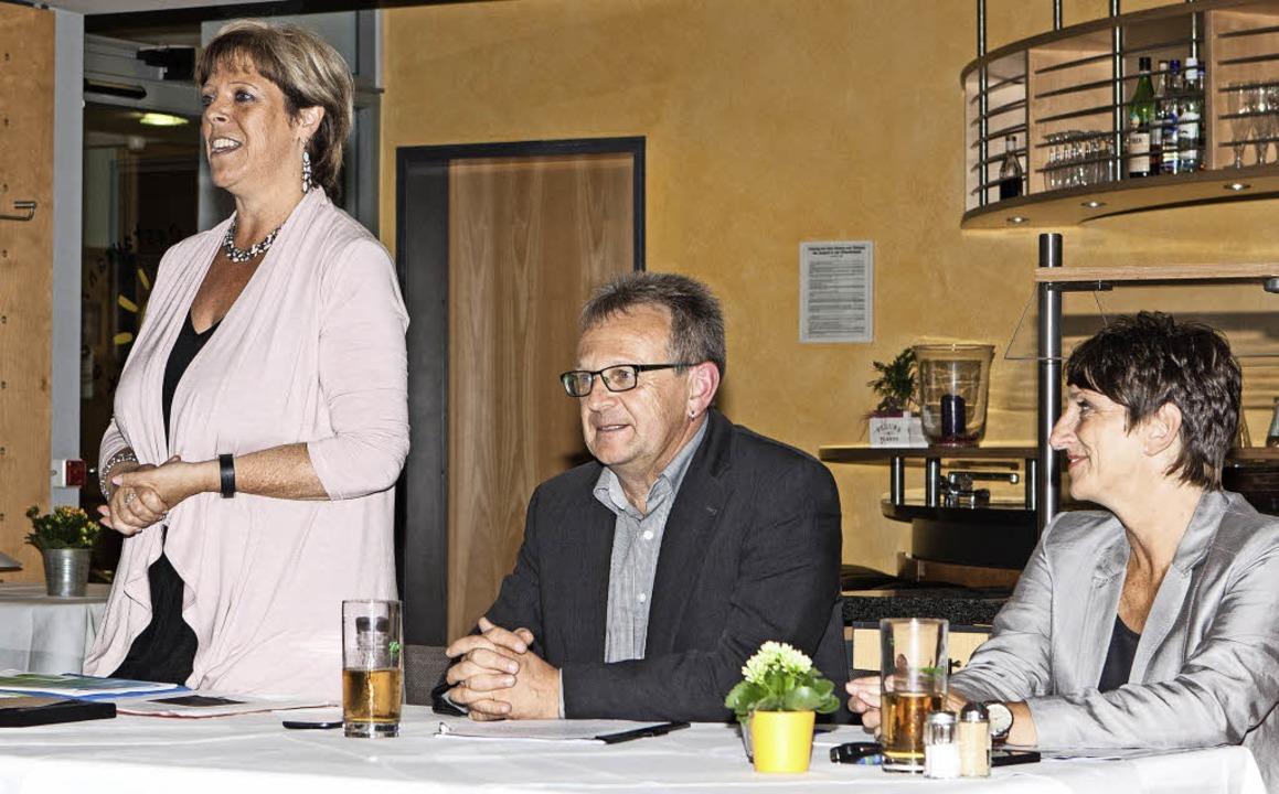 Die Landtagsabgeordnete Sabine Wölfle ...  SPD-Ortsverbände Elzach und Winden.   | Foto: Gabriele Zahn