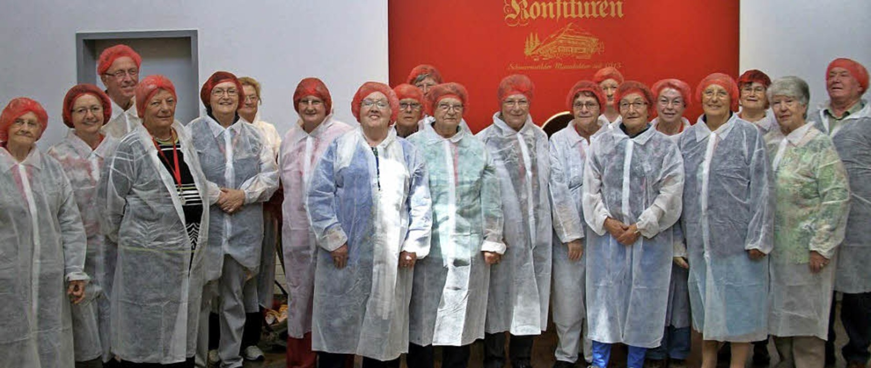 Die AWO-Mitglieder in Hygienekleidung bei der Firma Faller   | Foto: zvg