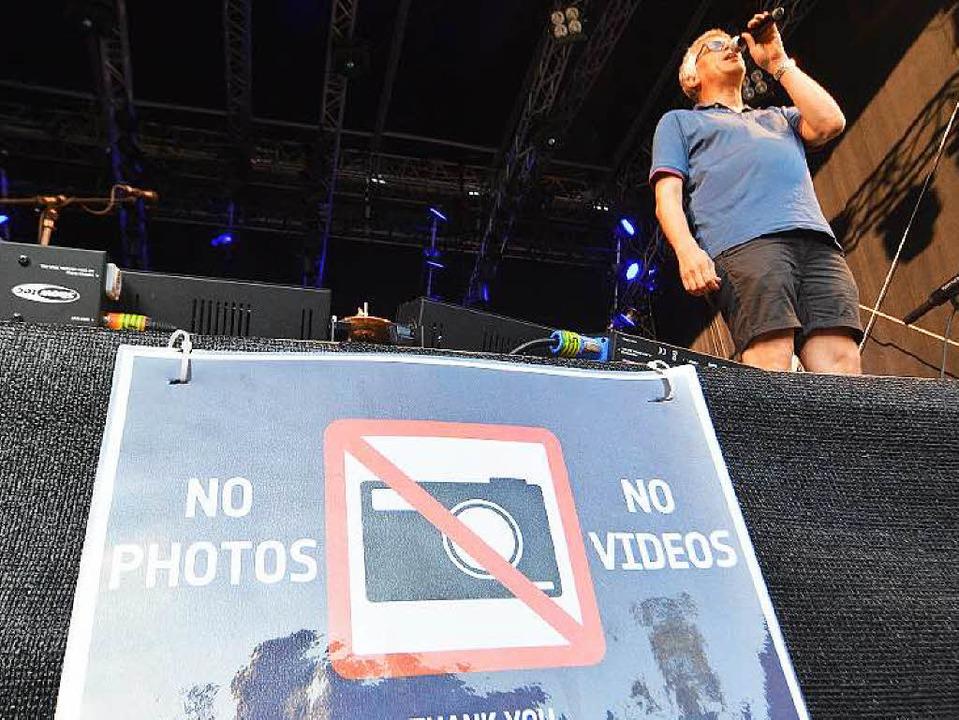 Keine Fotos, keine Videos: Dylan kann Akustik. Optik eher weniger.  | Foto: Barbara Ruda