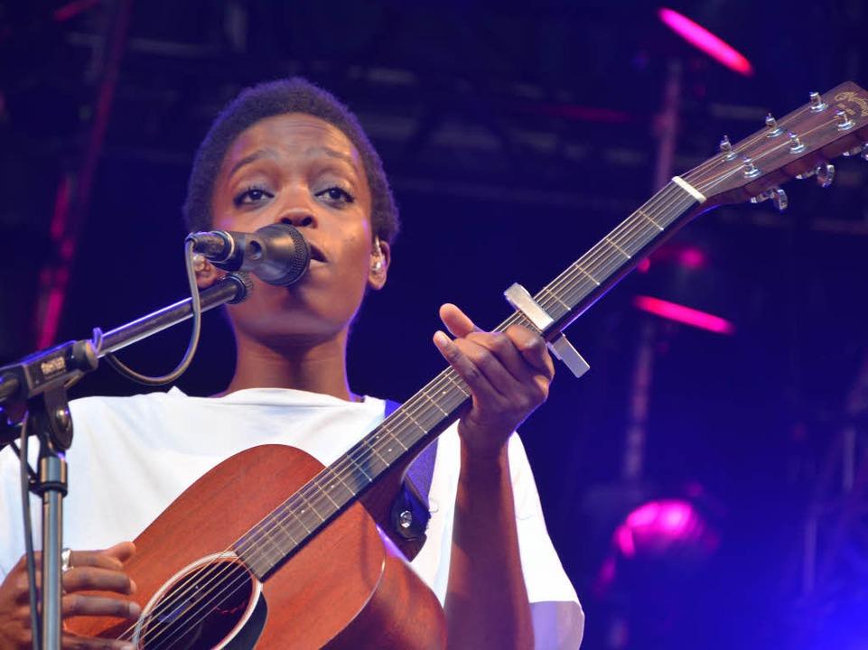 Hörenswertes im Vorprogramm: Sängerin Irma aus Kamerun.  | Foto: Barbara Ruda