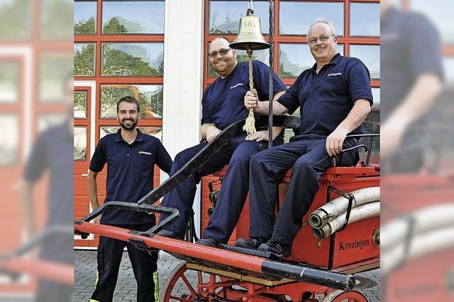 Feuerwehrleute haben eine Spritze aus dem 19. Jahrhundert wieder aufgemöbelt