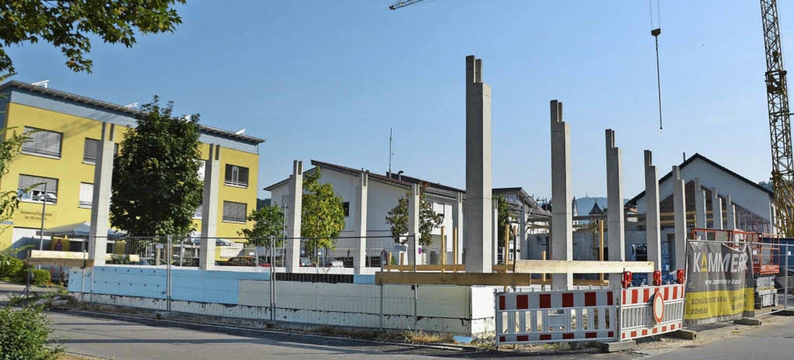 Das neue Kanderner Feuerwehrgerätehaus wächst in die Höhe.  | Foto: Markus Maier