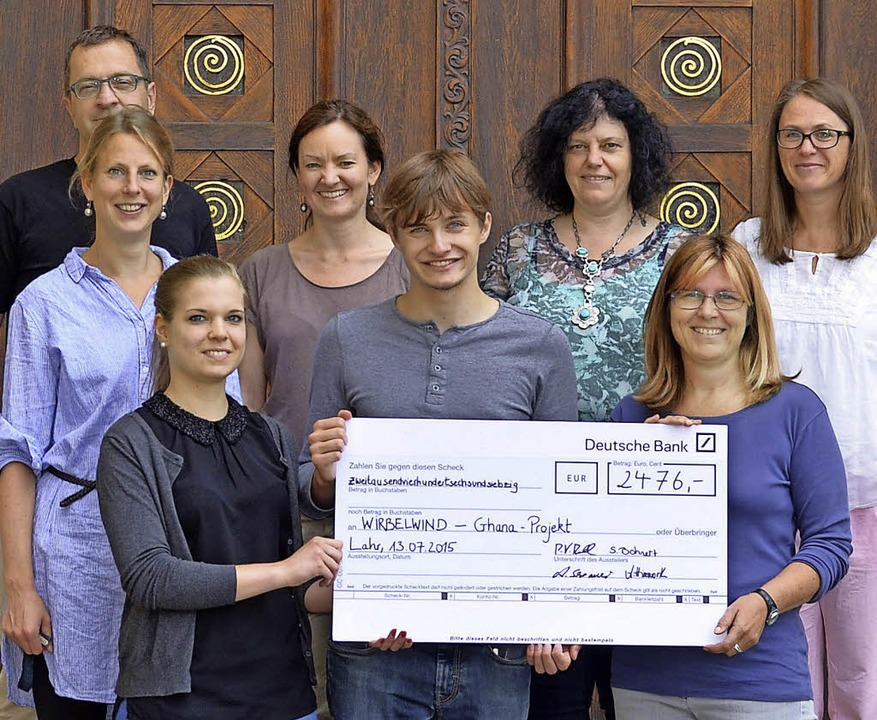 Spendenhöhe erneut getoppt (von links)...en Michaela Koerber und Anne Himsworth  | Foto: schule
