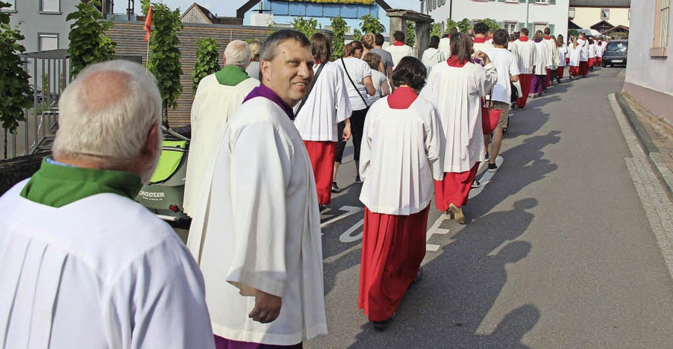 Trotz großer Hitze hatten die Ministra...tesdienst in die Gottenheimer Kirche.   | Foto: horst david