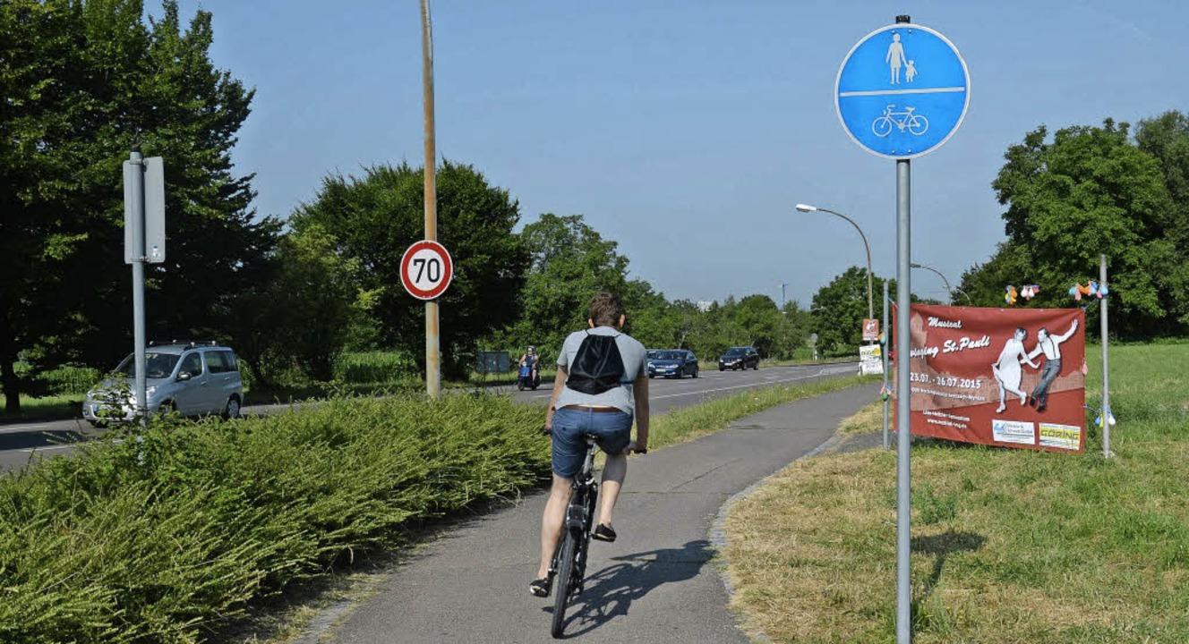Ein gemeinsamer Fußgänger- und Radweg ...ür Fahrradfahrer benutzungspflichtig.   | Foto: Martina Weber-Kroker