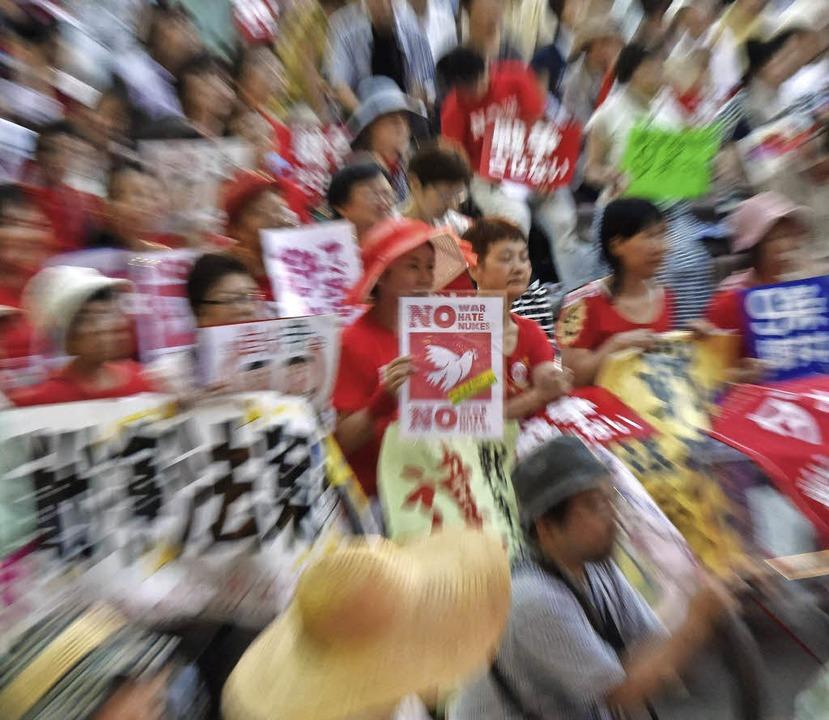 Massenprotest in Japan gegen die Verfassungsänderung   | Foto: AFP