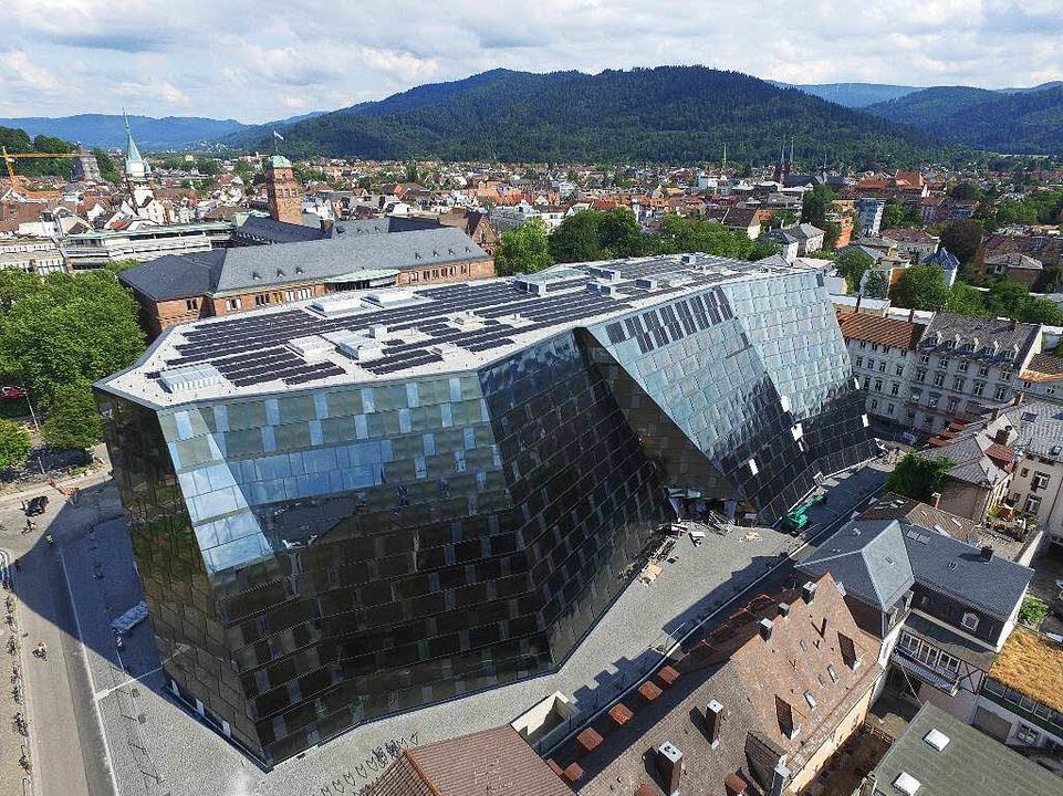 Das Raumschiff ist gelandet: die neue Freiburger Unibibliothek    | Foto: thomas holtz