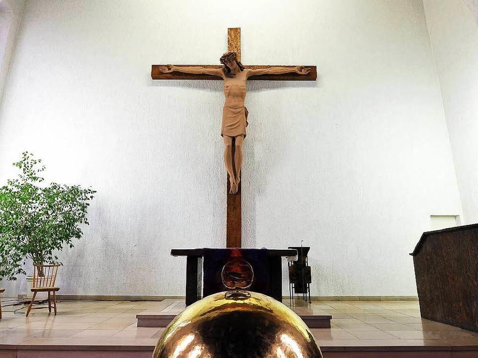 Schweres Loslassen: Viele hätten das Kreuz gerne im neuen Gemeindezentrum.  | Foto: Thomas Kunz