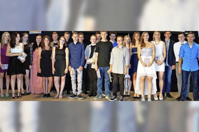 Alle 62 Abschlussschüler der Macke-Schule haben bestanden