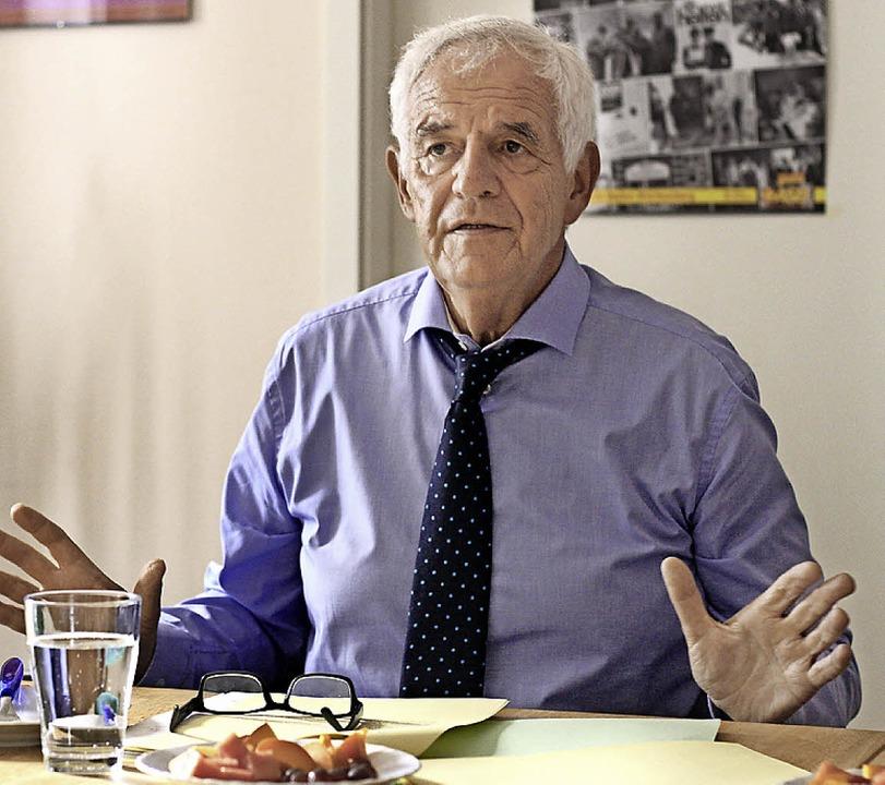 Rainer Stickelberger im Büro der Emmendinger Abgeordneten Sabine Wölfle  | Foto: Patrik Müller