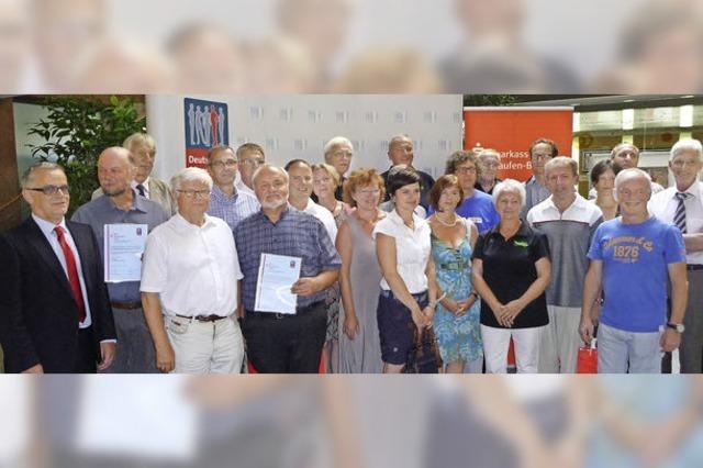 Die Sparkasse Staufen-Breisach übergibt Bürgerpreise