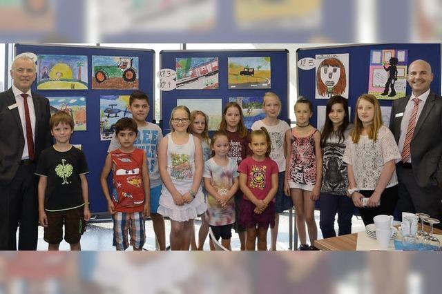 Schülerbilder kommen der Klassenkasse zugute