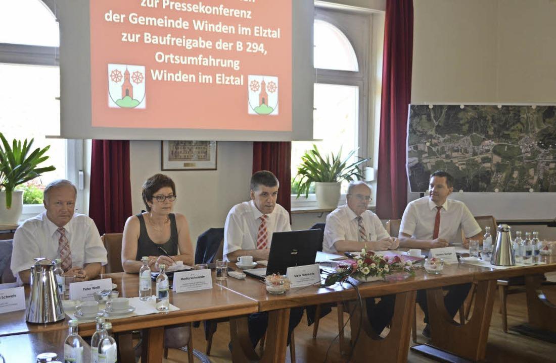 Pressekonferenz im Ratssaal in Oberwin...nes Fechner  (von links nach rechts).   | Foto: Nikolaus Bayer
