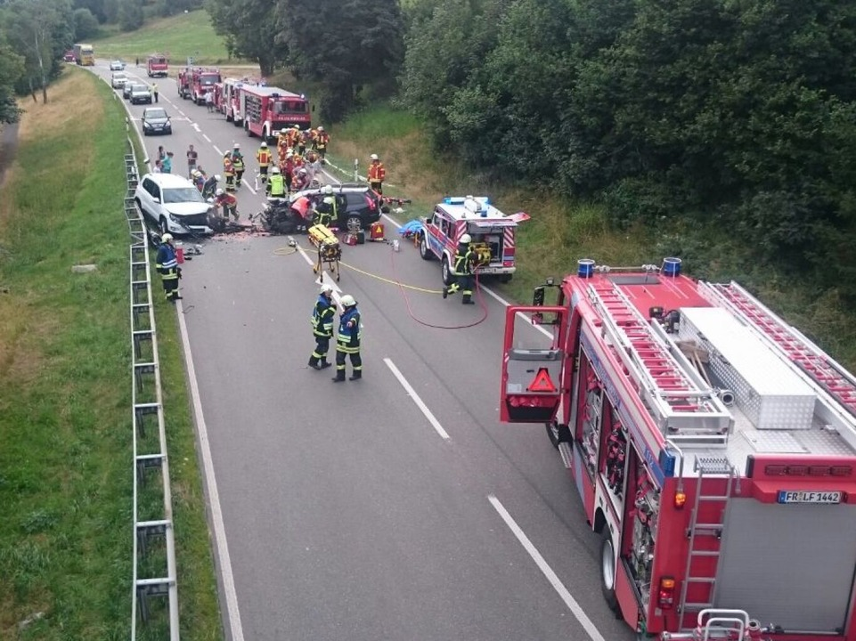 Auf der B31 bei Hinterzarten hat sich ein schwerer Unfall ereignet.  | Foto: Kamera24.tv