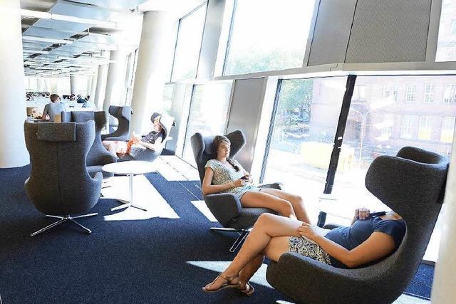 Neue UB: Studenten lernen auf Designersesseln im Funkloch
