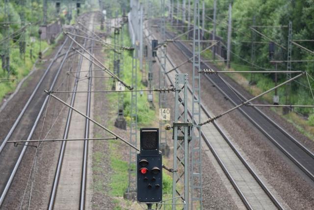 Nach Sperrung der Rheintalbahn: Reisende beklagen sich über Bahn