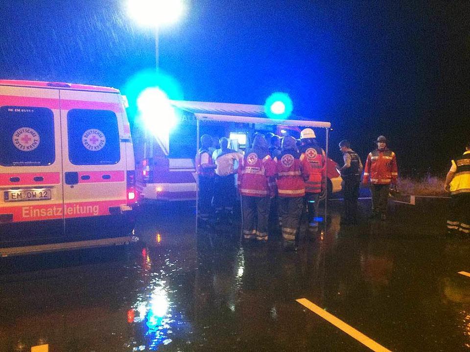 Suchaktion bei Nacht und strömendem Re...ar, dass niemand gerettet werden muss.  | Foto: Feuerwehr