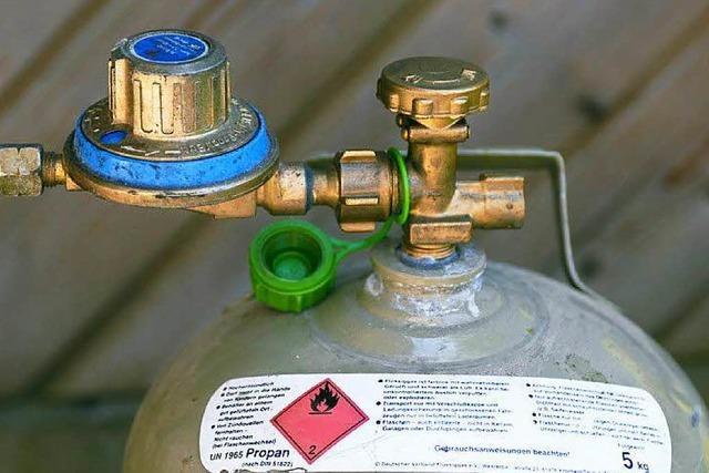 Improvisierte Heizung gerät in Brand – Wasserschaden löscht das Feuer
