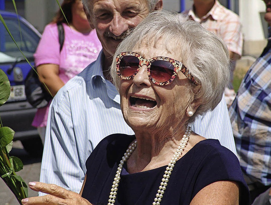Gut aufgelegt zeigte sich Erna Gabath ...Fest zu ihrem 90. Geburtstag verband.   | Foto: kati wortelkamp