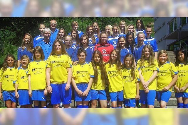 Mädchen-Fußball glänzt