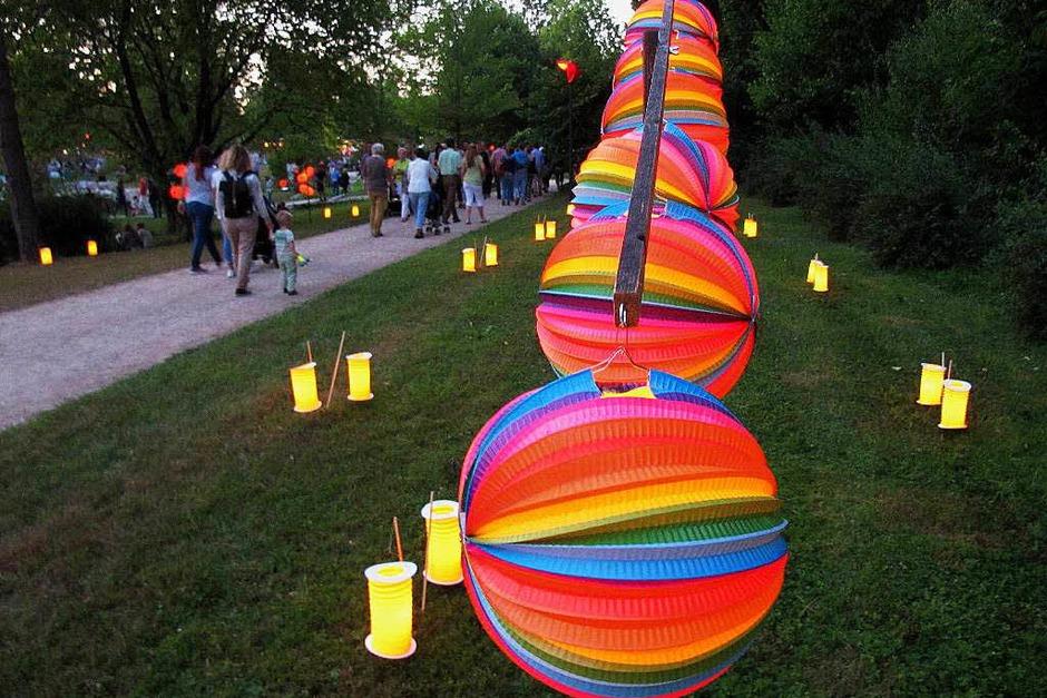 Ein stimmungsvolles Vergnügen: das Lichterfest im Bad Bellinger Kurpark (Foto: Jutta Schütz)
