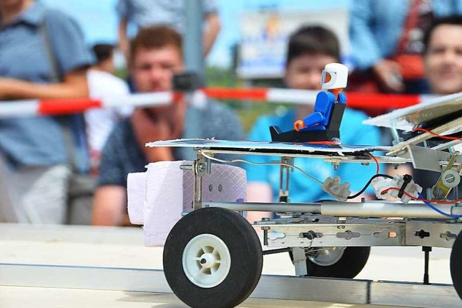 Fahren auch ohne konventionellen Strom: Die Solarfahrzeuge der Ettenheimer Solar Challenge. (Foto: Klaus Fischer)