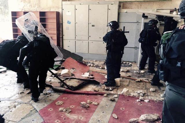 Israels Polizei dringt in Moschee ein