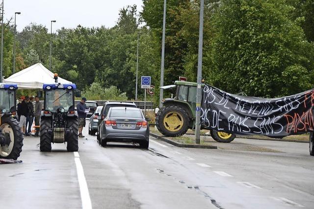 Bauern stoppen Agrartransporte nach Frankreich