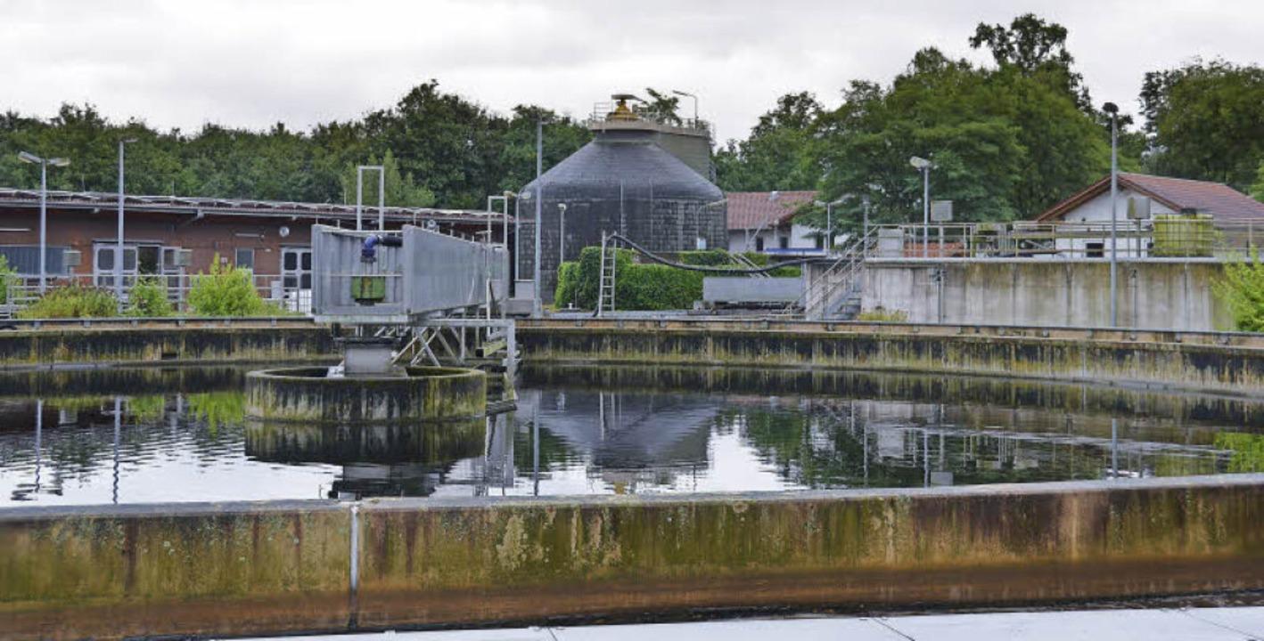 2,5 Millionen Kubikmeter Schmutzwasser...fbereitet und in den Rhein abgelassen.    Foto: Klaus Fischer