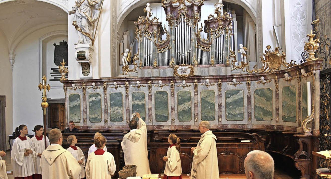 Domkapitular  Klaus Stadel weiht bei einem Festgottesdienst die neue Orgel.   | Foto: Erich Krieger