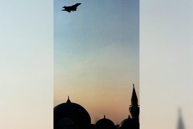 Die Türkei bombardiert die IS-Miliz und die PKK