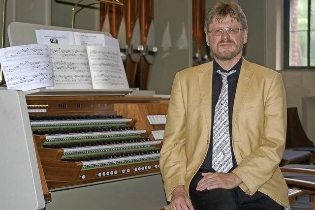 Michael A. Müller spielt Bach in der evangelischen Stiftskirche