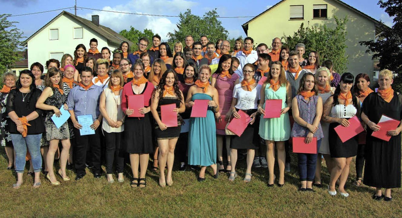Die Absolventen Theresia-Scherer-Schule stellten sich zum Gruppenfoto auf.  | Foto: ZVG