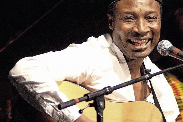 Adjiri Odametey spielt in der Friedenskirche