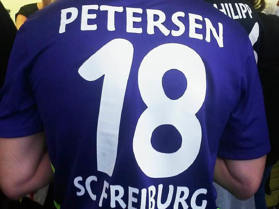 Viele, viele Petersens waren am Montag im Stadion.  | Foto: Tobias Dunkel