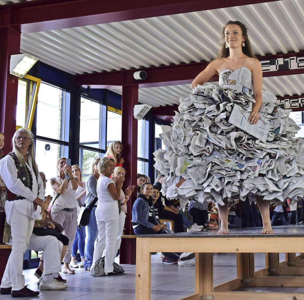 Wenn aus Zeitungspapier ein schickes Kleid wird - Heitersheim ...