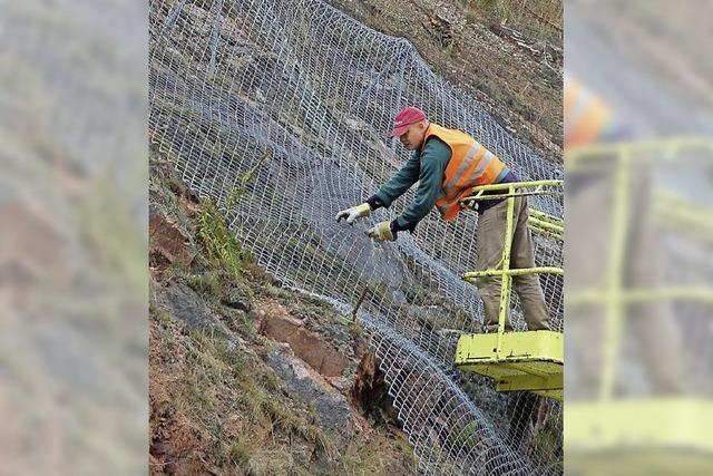 Hangsicherungen mit Ankern und Stahlnetzen