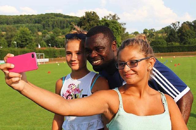 Ein Selfie mit Fußballstar Gerald Asamoah