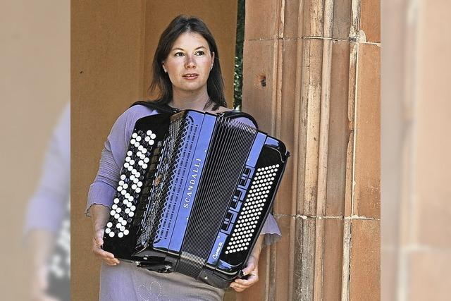 Die Akkordeonistin Melanie Barth im Theater im Hof