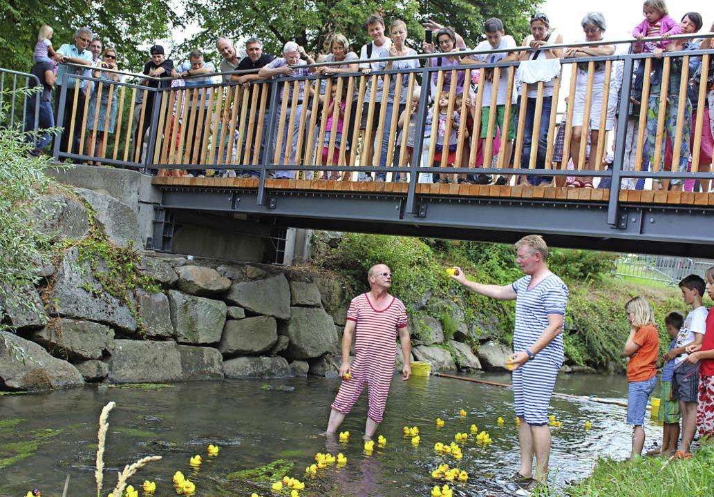 Neue Brücken, flotte Enten – und...esitzer zum Gottenheimer Brückenfest.   | Foto: Mario Schöneberg