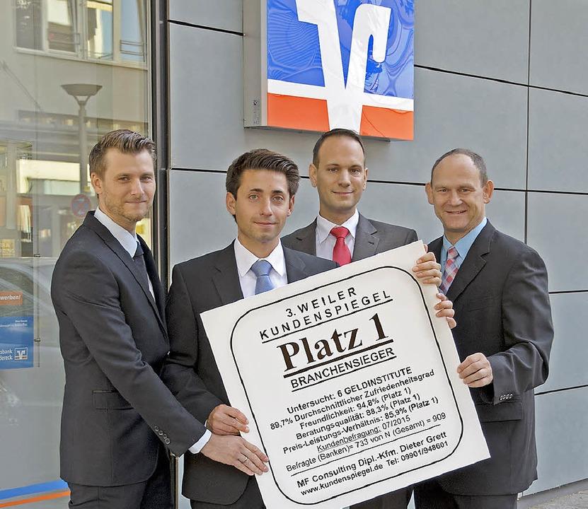 Steffen Rogg (Filialleiter  Haltingen)...chensieg der Volksbank Dreiländereck.   | Foto: Volksbank