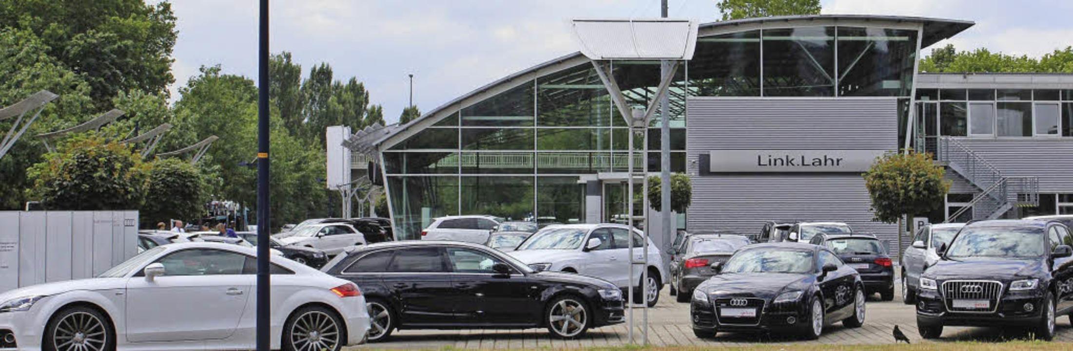 Der Audi-Betrieb Link  prägt das Bild am westlichen Stadteingang von Lahr.  | Foto: karin kaiser