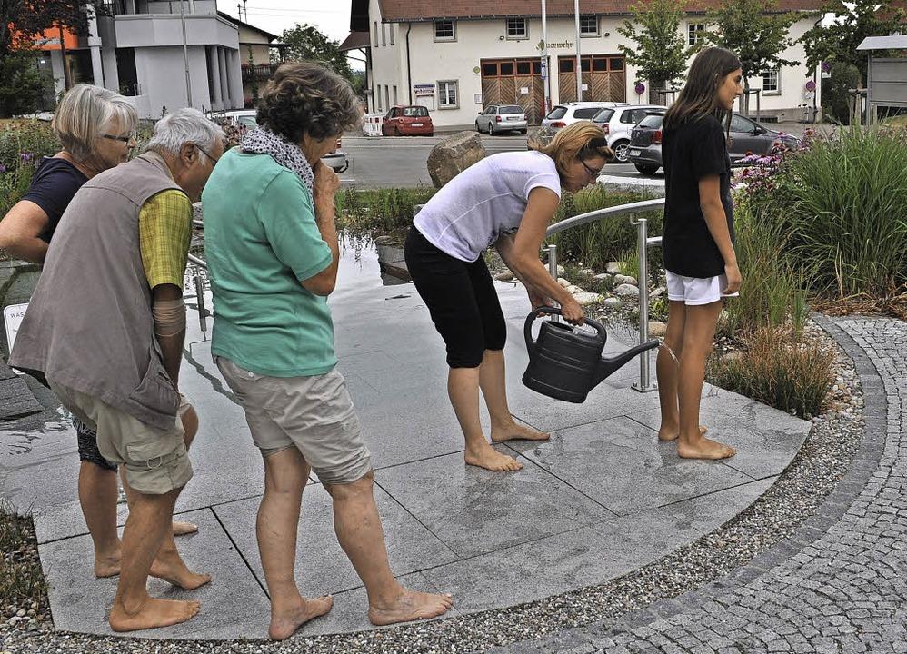 Das richtige Kneippen kann in Birkendo...achfrau Susanne Ryborz erlernt werden.  | Foto: Patrikck Burger