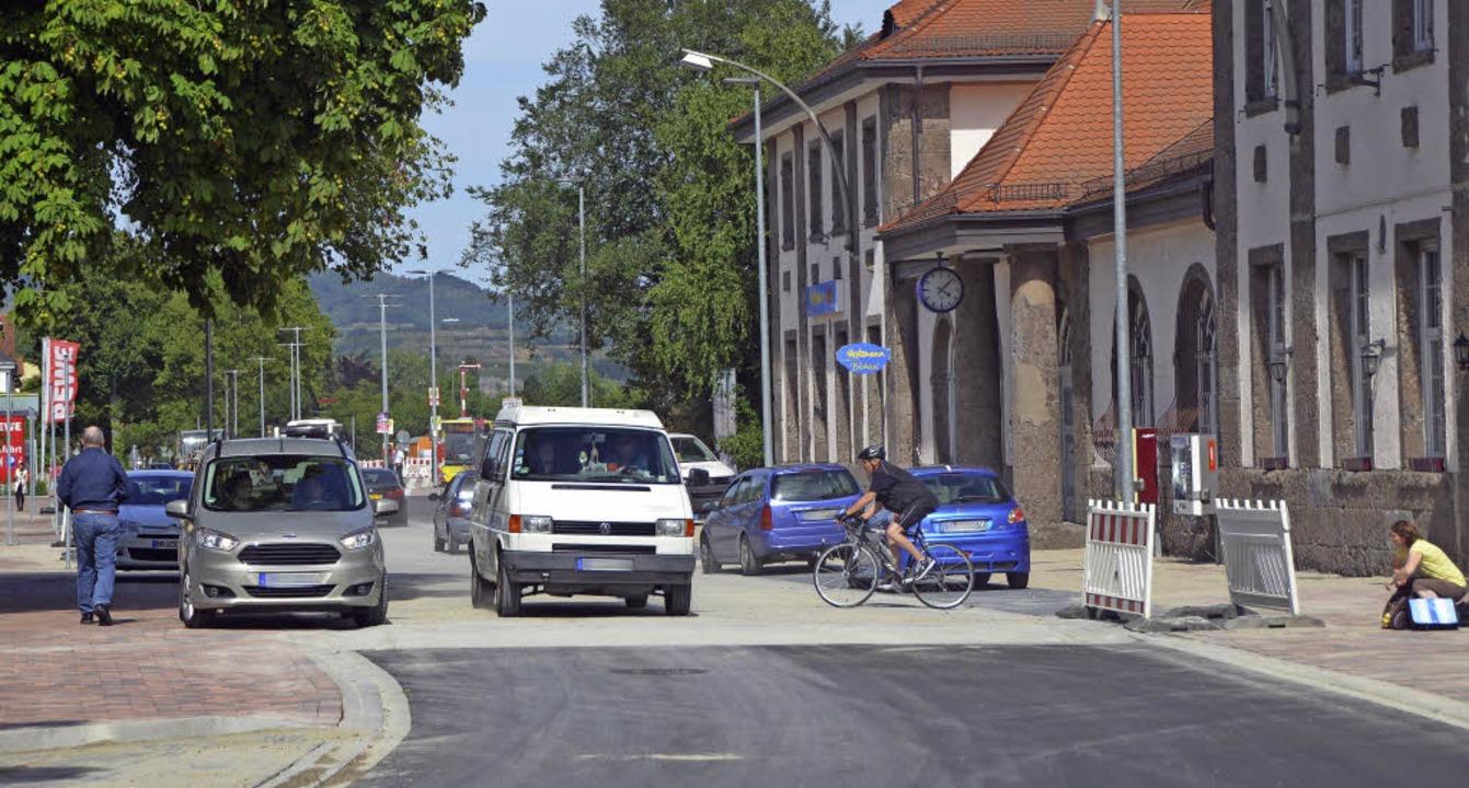 Die Absperrungen sind abgeräumt:  Seit...Breisacher Bahnhof wieder der Verkehr.  | Foto: Agnes Pohrt