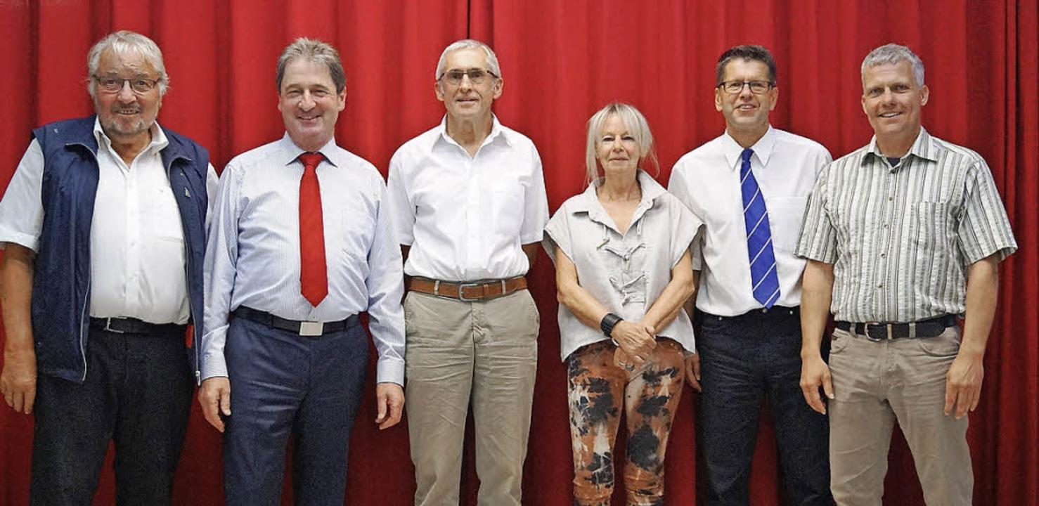 Der Elternbeiratsvorsitzende  Stefan B...-Dolde  (von links) in den Ruhestand.     Foto: Privat