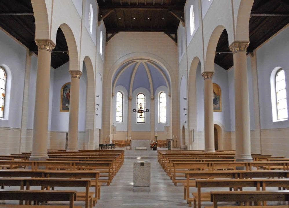 Die Bonifatiuskirche ist eine dreischi...itet sich eine kleine Grünanlage aus.   | Foto: Daniel Scholaster